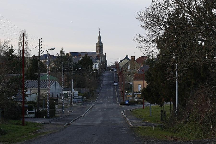 Le bourg d'Ercé-en-Lamée vu du Boulevard du Docteur Aubin.
