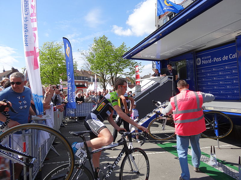 Reportage photographique réalisé le dimanche 5 mai 2013 au départ de la cinquième et dernière étape de l'édition 2013 des Quatre jours de Dunkerque à Estaires, Nord, Nord-Pas-de-Calais, France.