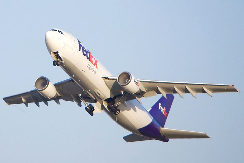 File:FedEx Airbus A300 condensation in both intakes! (26380182084).jpg