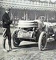Felice Nazzaro à l'arrivée du Grand Prix de l'ACF 1906, devant les tribunes de Pont-de-Gennes.jpg