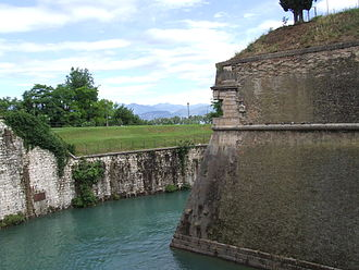 Rampart (fortification) - The rampart of the artillery fortress at Peschiera del Garda in Italy, which was rebuilt in the trace italienne style in 1549.