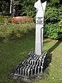 Friedrichroda Denkmal Bombenopfer.JPG
