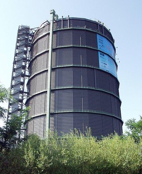 File:Gasometer Oberhausen aussen.jpg