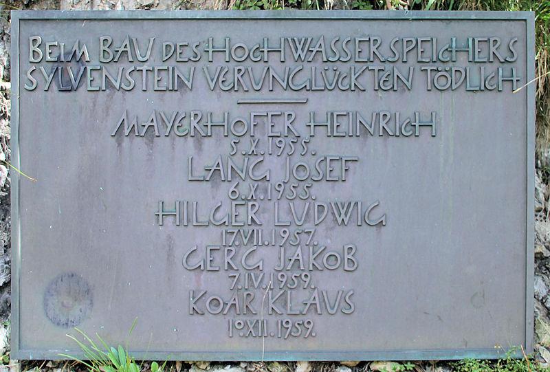 File:Gedenktafel Sylvenstein (Lenggries) Sylvensteinspeicher.jpg