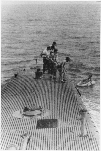 Crewmen of the submarine USS Finback rescue Bush George Bush being rescued by the submarine, the U.S.S. Finback, after being shot down while on a bombing run of the... - NARA - 186382.tif