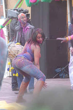 Dancehall-inspired dancing to a music Girl dancing Holi feest 2008.jpg