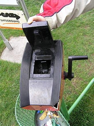 Ball washer - Crank type golf ball washer