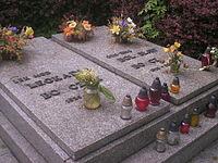 Grób generała i jego żony Leokadii na alei zasłużonych Cmentarza centralnego w Gliwicach.jpg