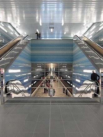 Überseequartier (Hamburg U-Bahn station) - Image: Hamburg U Bahnhof Überseequartier (13218974625)