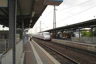 Hanau Hauptbahnhof - ICE exiting
