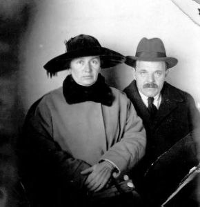 Hayyim Nahman and his wife Manya (Auerbach) Bialik in 1925