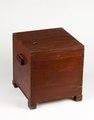Hemgjord nattstol (potta) i form av låda i rödmålad furu från 1800-talet - Skoklosters slott - 95288.tif