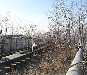 High Line - Phase 3 section, looking west in 2009. The line climbs along the south side of 34th Street and curves south.