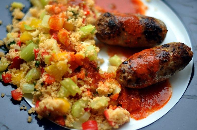 File:Hjemmelavede merguez-pølser med couscous og harissa (5847872817).jpg
