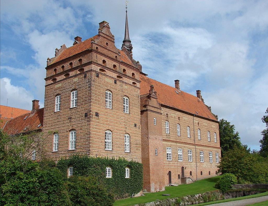 Holckenhavn Slot2.JPG
