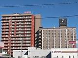 右側の建物が天然温泉 ホテルパコ 函館、左側の建物が天然温泉 ホテルパコ函館別亭