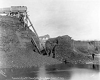 Creek-mining with hydraulic lift, 1905