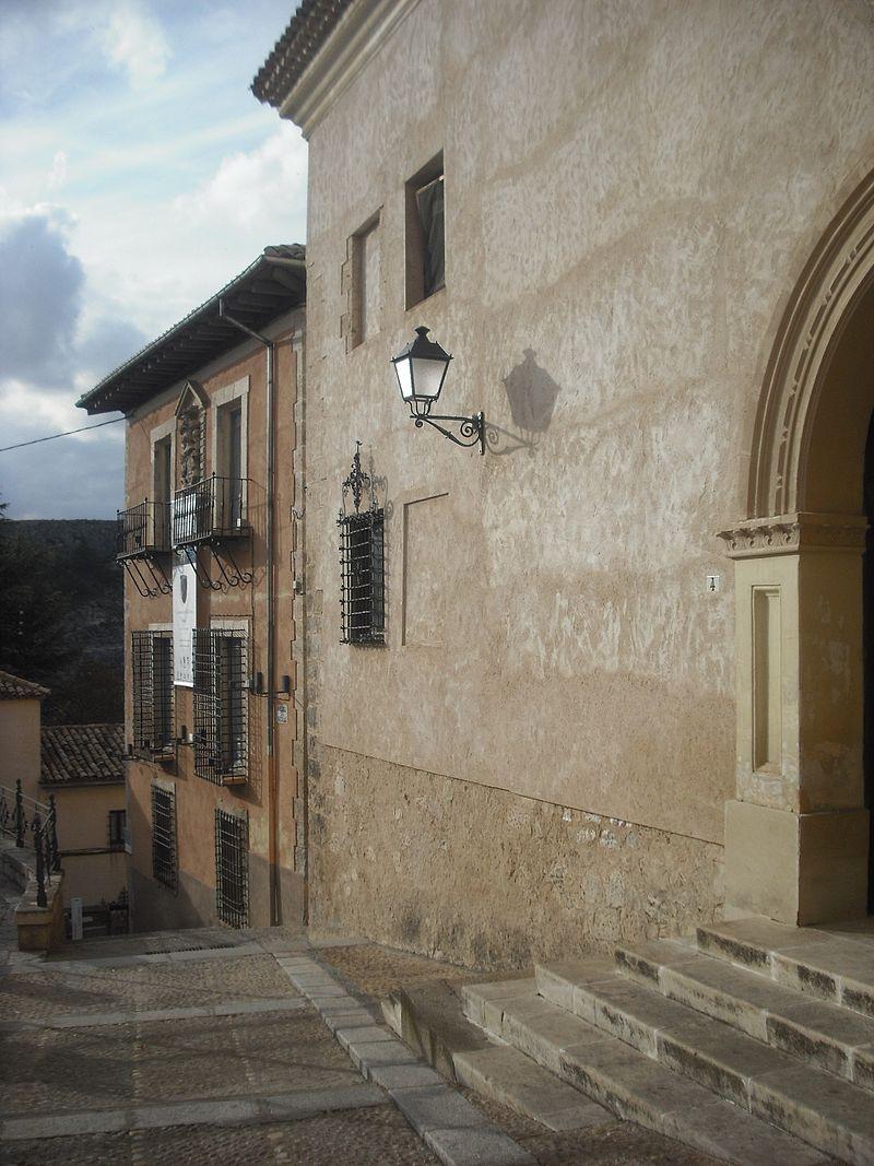Iglesia de San Nicolás. Fachada y plaza.JPG