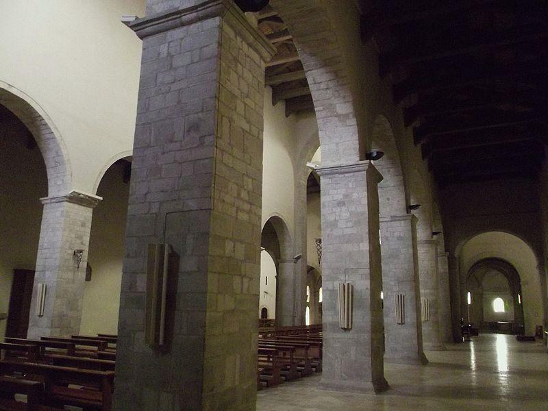 File:Interno della Cattedrale di Acerenza 03.JPG