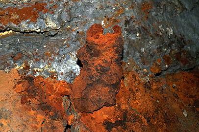 Iron-manganese stalagmite in Zolushka cave.jpg