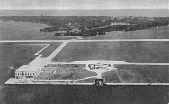 Billy Bishop Toronto City Airport - The airport and the islands in 1944.