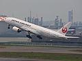 Japan Airlines Boeing 777-200 JA8978 (7147033443) (2).jpg