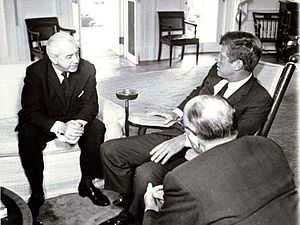 English: Harold Holt and U.S President John F....
