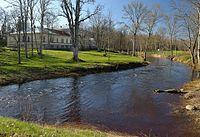 Käru jõgi ja mõisa peahoone.jpg