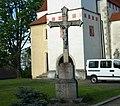 Kříž před kostelem v Horní Stropnici (Q104973832).jpg