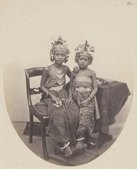KITLV 4374 - Isidore van Kinsbergen - Daughters of the rajah of Boeleleng, who was exiled in 1872 - 1865.tif
