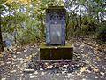 Kapsila kapi, piemineklis brīvības cīnītājiem 2002-09-29 - panoramio.jpg