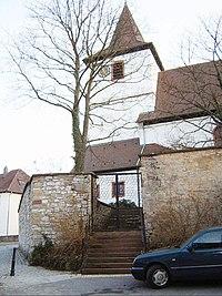 Kieselbronn-Ansicht von Norden mit Kirche über Kirchhofmauer und ehemaligem Zwingervorfeld-010309.jpg