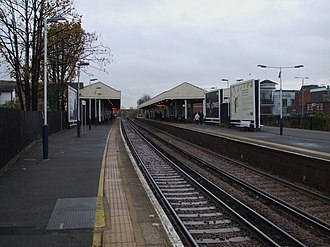 Kingston railway station (England) - Image: Kingston station through look east
