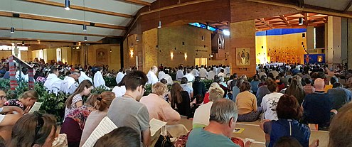 Prayer in the Church of Reconciliation at Taize Kirche der Versohnung panorama 2.jpg