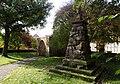 Kriegerdenkmal und Kirchhoftor Unterrosphe.jpg