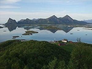 Engeløya - Image: Løvøy gamle handelssted med Engeløya