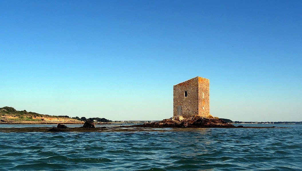 """The Ténéro tower, located on the south-east cape of Boëd island, in the Golf of Morbihan (France). Called the """"ruined tower"""" on SHOM nautical charts, even if restored since 2008."""