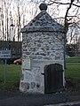 La vieille fontaine de Boussy-Saint-Antoine.jpg