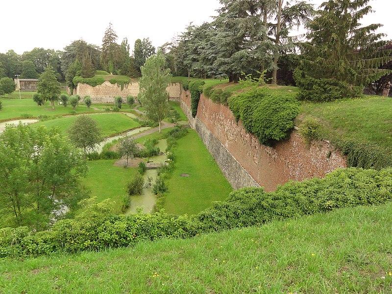 Le Quesnoy (Nord, Fr) remparts et jardin