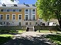 Le bâtiment de l'Archevéché à Embrun depuis le jardin.jpg