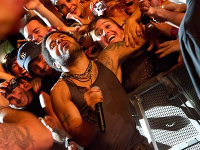 Lenny Kravitz and his fans in a concert.
