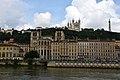 Lyon, an der Saône, Cathédrale Saint-Jean-Baptiste (12.), hinten Notre-Dame de Fourvière (19.) (41976211044).jpg