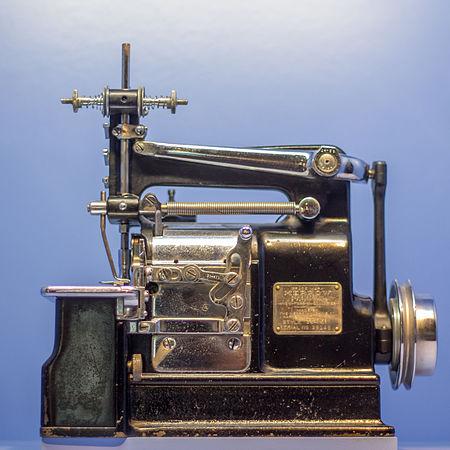 Máquina overlock industrial Merrow.jpg