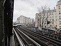 Métro arrivant station Dupleix, Paris 15e.jpg