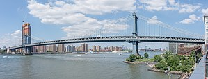 Manhattan Bridge panorama, July 2017.jpg