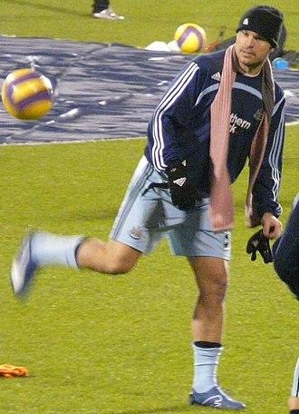 Mark Viduka - Viduka warming up for Newcastle