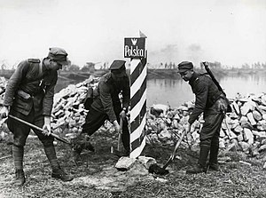 Polish Land Forces - Polish People's Army soldiers marking new Polish-German border on Oder River in 1945.