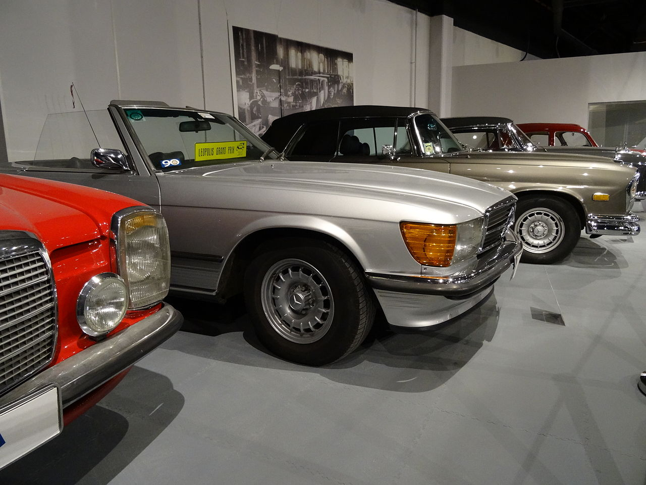 file mercedes benz 350sl w107 2 jpg wikimedia commons. Black Bedroom Furniture Sets. Home Design Ideas