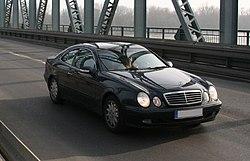 Símbolo Mercedes-Benz en el modelo 320 CLK