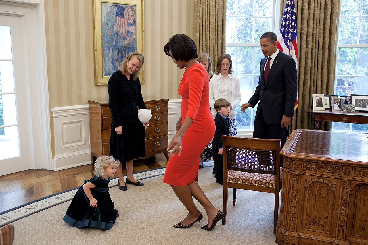 File Michelle Obama Curtsies With Lynne Silosky Jpg